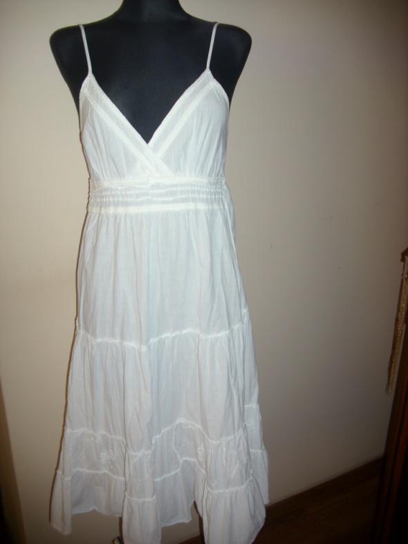 biała śliczna sukienka S na M