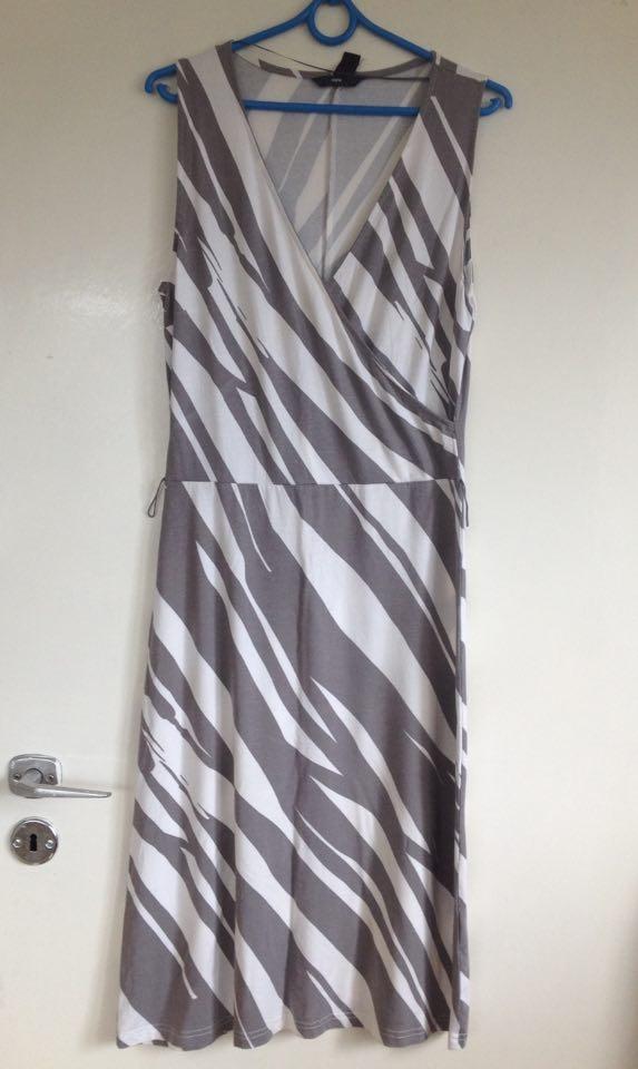 be19213159 Suknie i sukienki Sukienka Midi H M maxi pasy paski dekolt V 36 38 40  elastyczna jasne