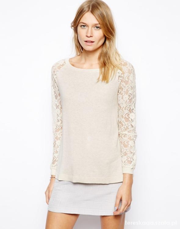 Sweterek ASOS z koronkowymi rękawami