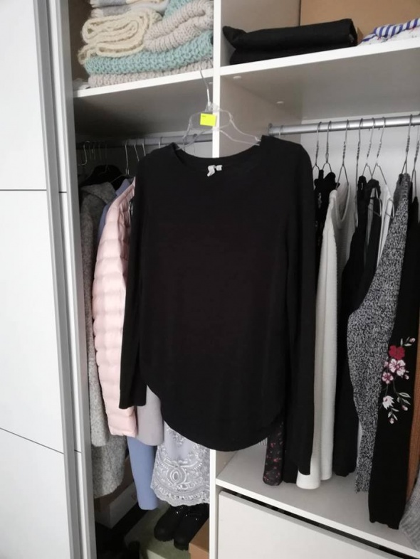 C&A czarny sweterek z detalami