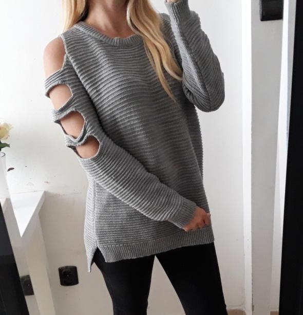 Atmosphere sweter szary melanż wycięcia na ramionach rozciecia po bokach L