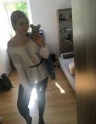Dłuższa biało srebrna bluzka z długim rękawem