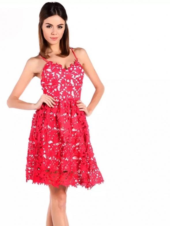 Koronkowa sukienka czerwona lub czarna