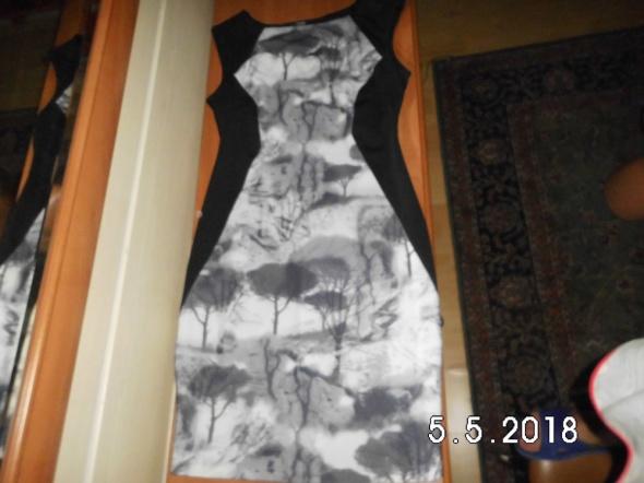 sukienka modelująca...