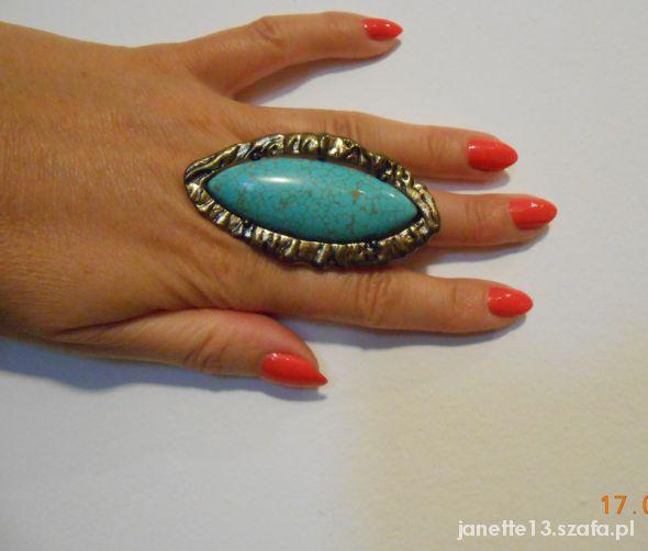 Piękny duży pierścień