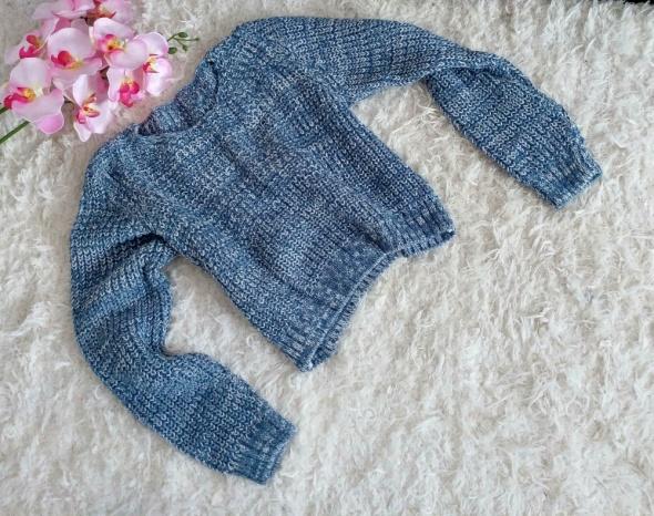 Biało niebieski sweterek krótki
