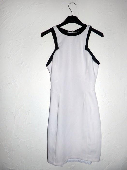 Dopasowana sukienka Bershka...