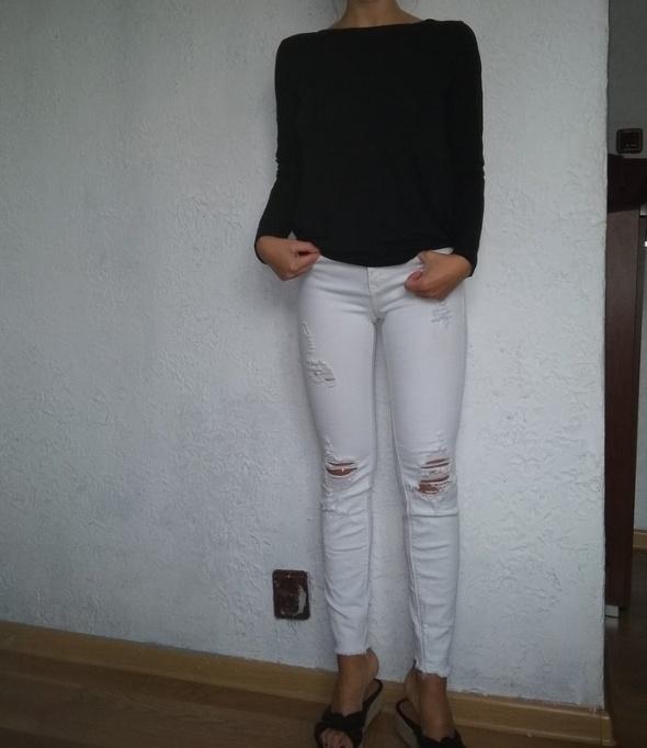Spodnie dziury xs...