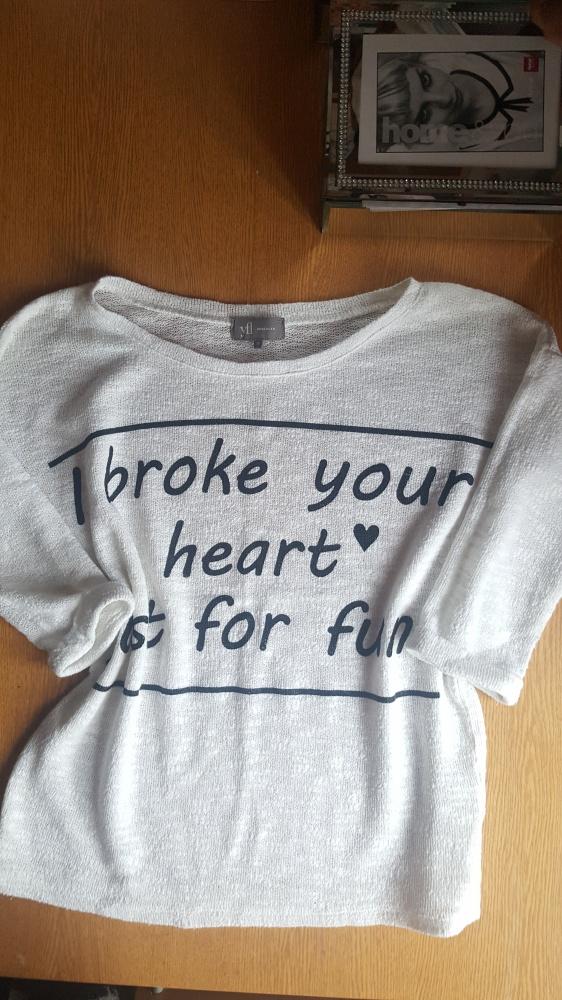 Bluzka sweterek reserved z napisami...