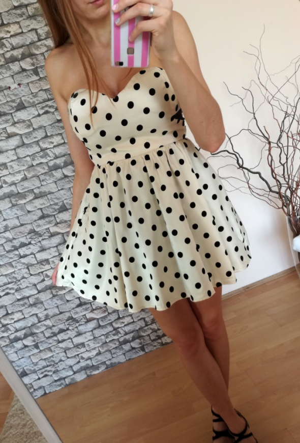 Kremowa beżowa satynowa rozkloszowana sukienka w grochy ramiączka