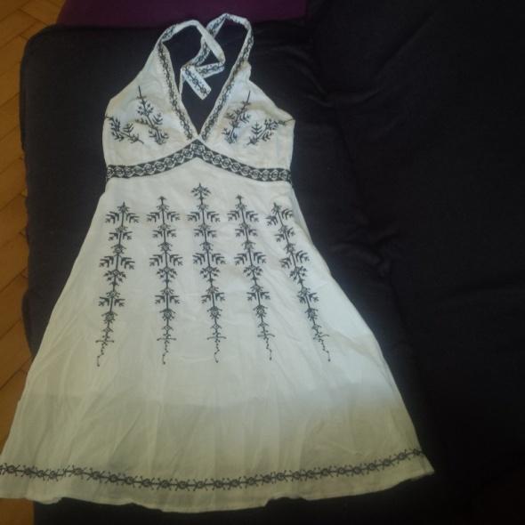Biała sukienka w hafty wiązana S...