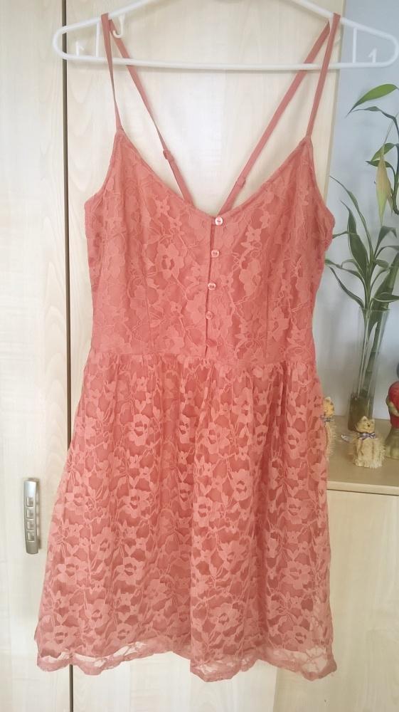 koralowa koronkowa sukienka na ramiączkach...
