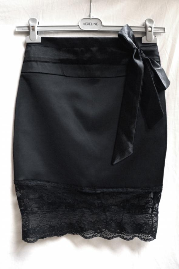 Spódnice Czarna spódnica ołówkowa satynowa