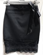 Czarna spódnica ołówkowa satynowa