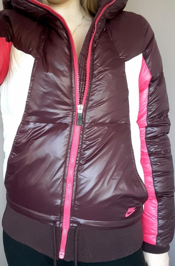 Bardzo ciepła kurtka Nike...