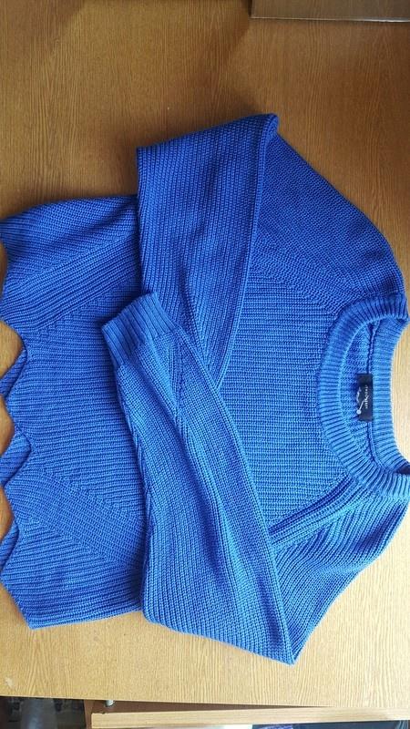 Sliczny niebieski sweter z falbanka atmosphere
