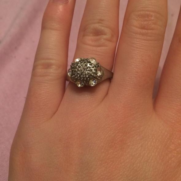 piękne błyszczące posrebrzane pierścionki