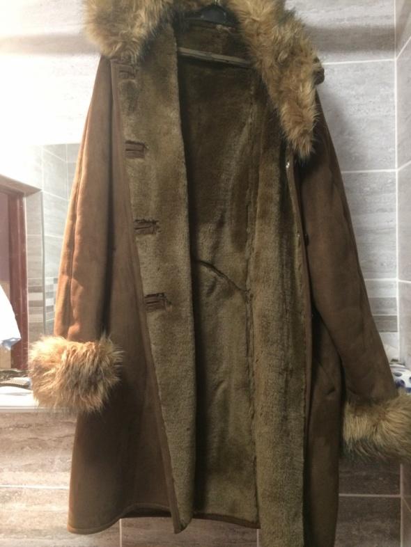 Ciepły długi płaszcz na zimę