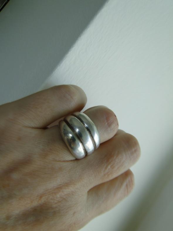 Fajny masywny pierścionek srebro 925
