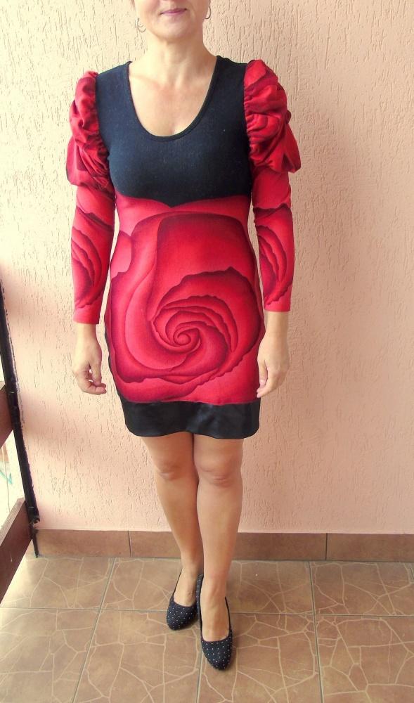 Czerwono czarna sukienka w róże z bufkami skóra...
