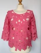 Ażurowa różowa bluzka w kwiaty Next...