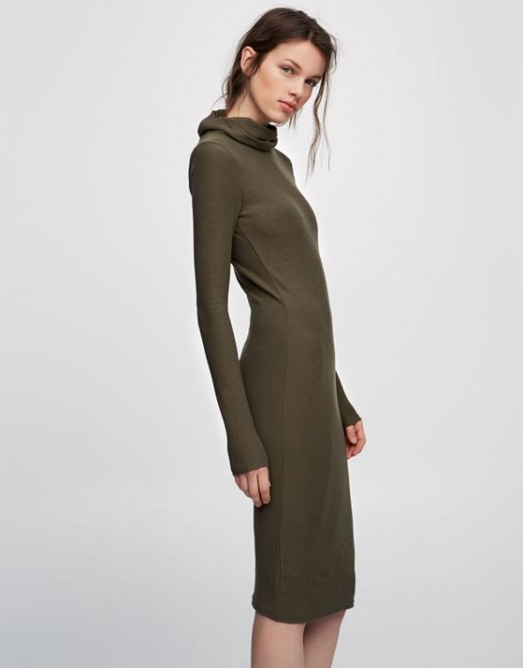 Sukienka dzianinowa PULL & BEAR oliwkowa XS