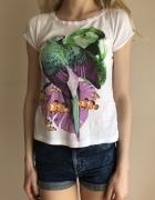 Biały T shirt Mango z kolorowym nadrukiem w papugi...