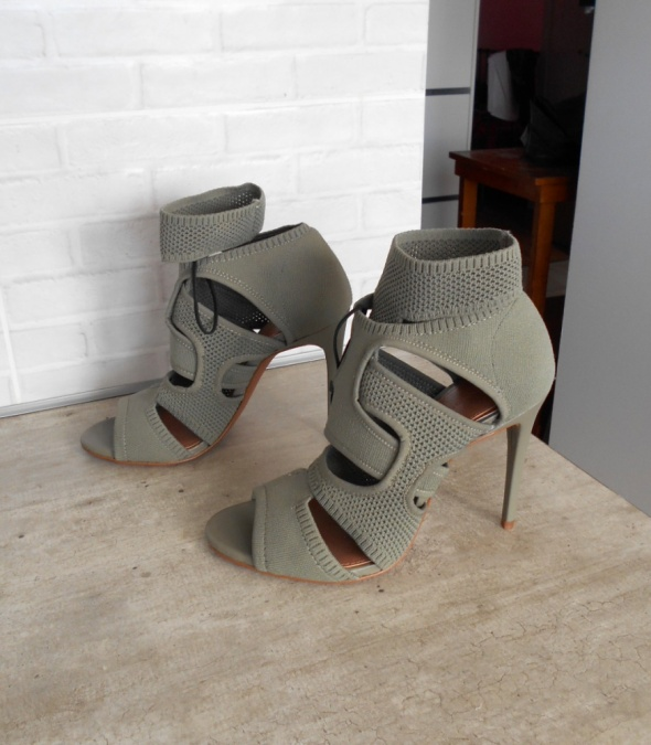 3c738dbfdd628d Zara nowe szpilki khaki paski sandały 40 w Szpilki - Szafa.pl