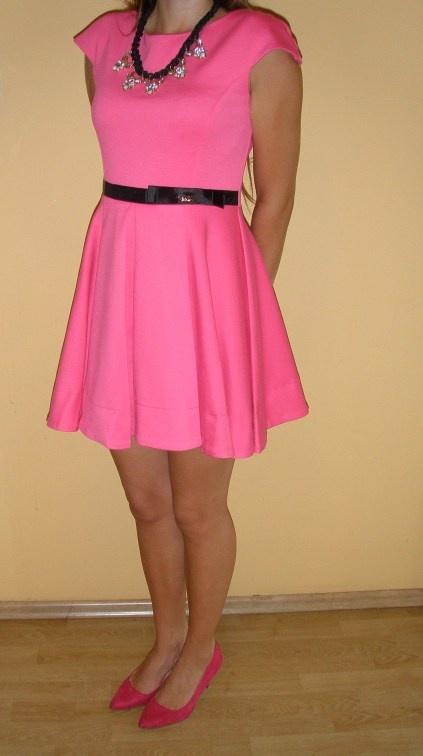 Sukienka malinowa różowa czarny pas kokardka suwak