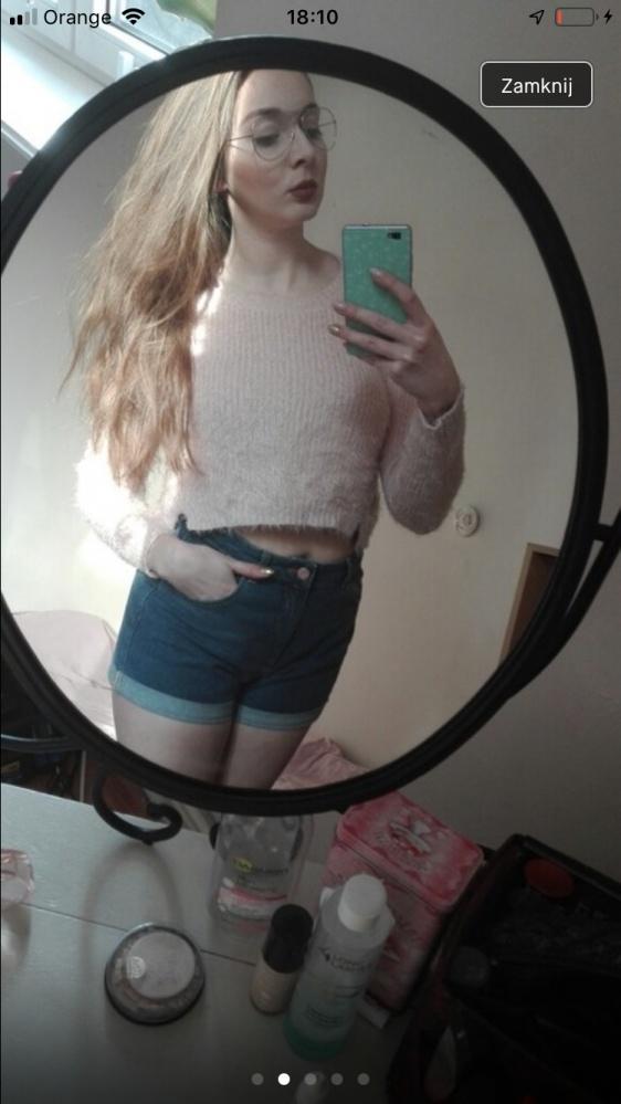 Krótki różowy sweterek