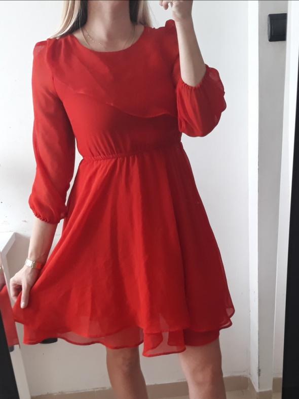 Sukienka czerwona rozkloszowana falbanki ozdobne xs s