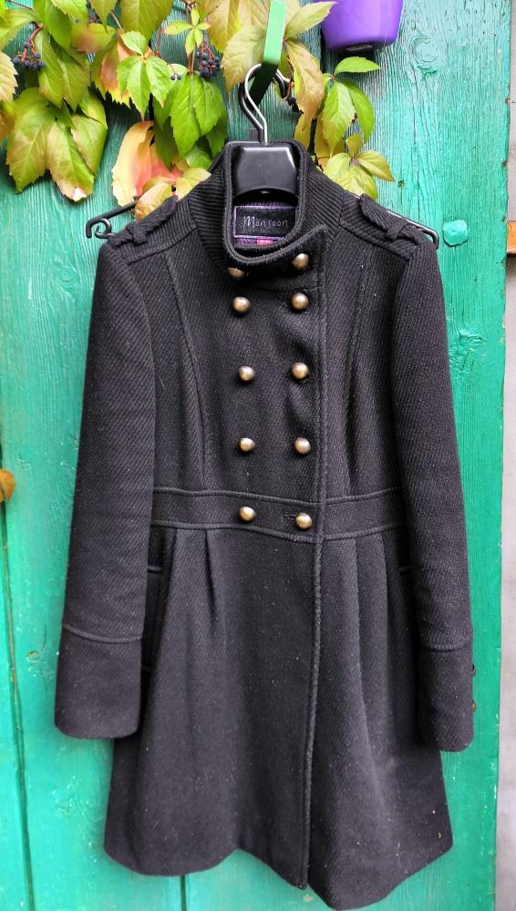 Monsoon czarny marynarski płaszcz dwurzędowy ze stójką złote gu...