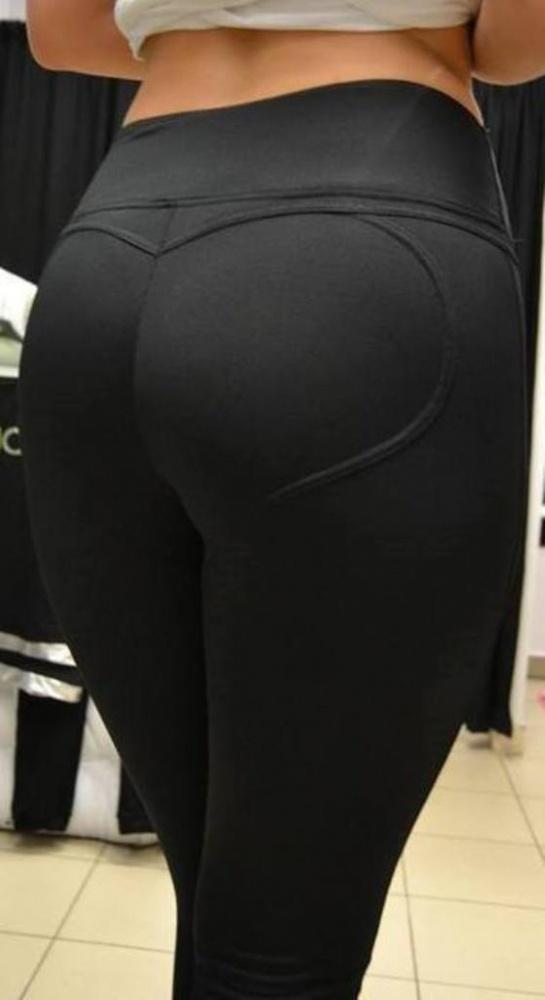 Czarne spodnie push up rurki