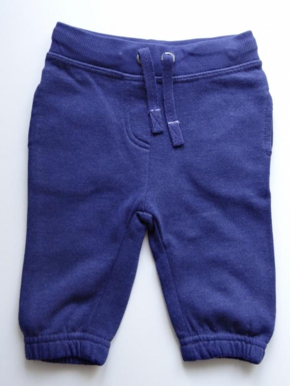 Spodnie dresowe SMYK rozmiar 62