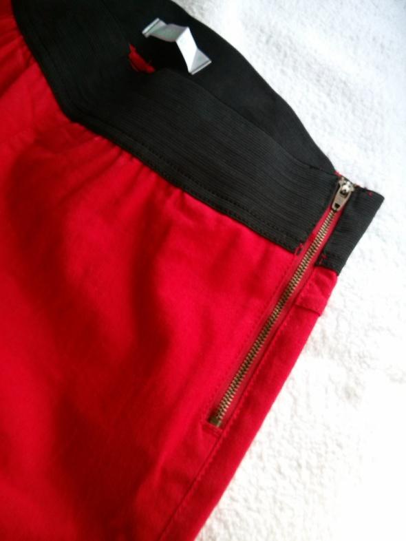Spodnie z gumą w pasie