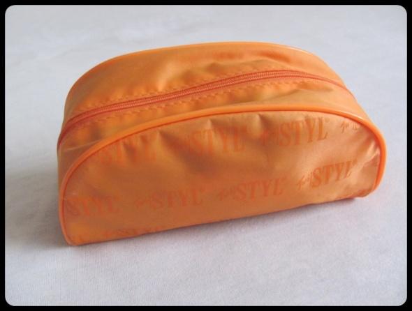Pomarańczowa kosmetyczka na podręczne drobiazgi