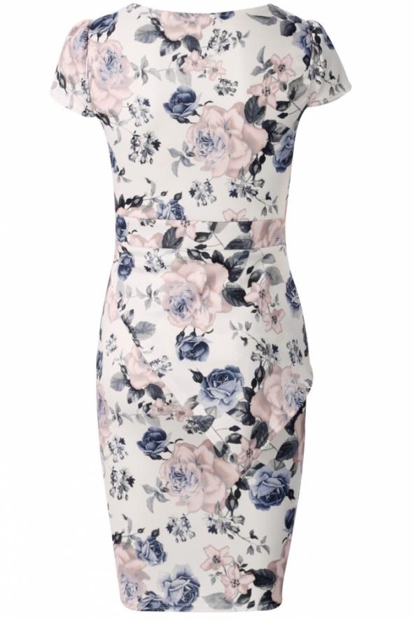 Asymetryczna biała sukienka w pastelowe róże