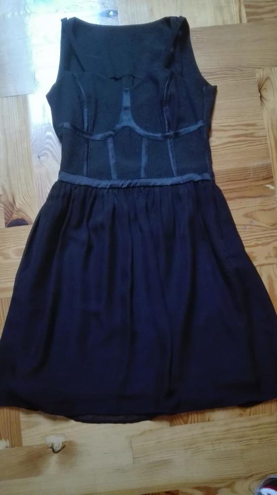 Czarna elegancka sukienka szyta na miarę