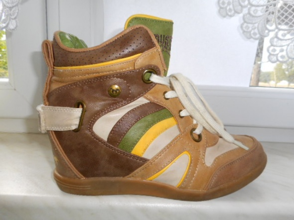 MUSTANG mega sneakersy koturn skóra 40 stanidealny...