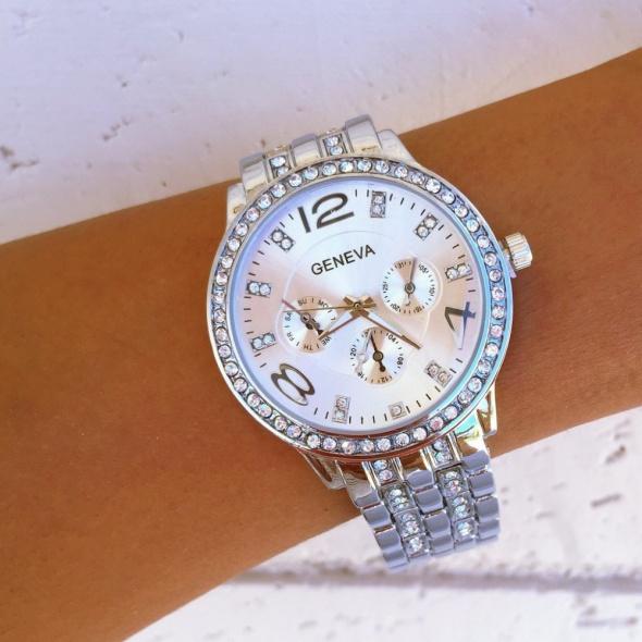 Zegarek z cyrkoniami na bransolecie srebrny