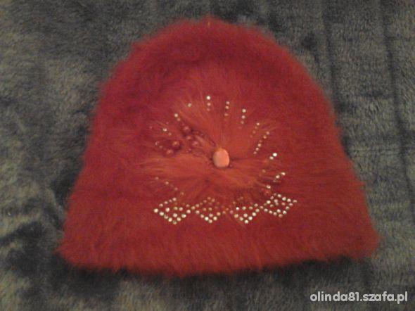 Śliczna czerwona czapka