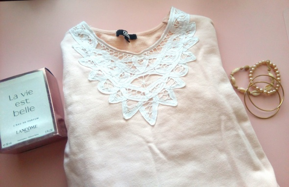Pastelowa bluza haft koronka Asos