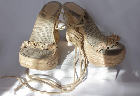 Wiązane sandały na koturnie roz 38...