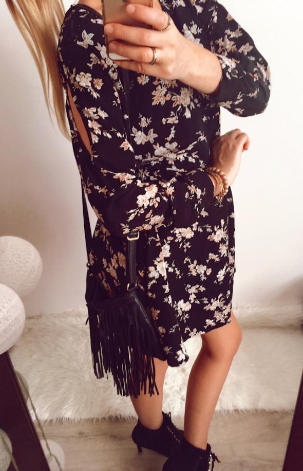 Sukienka Damska w kwiaty czarna M