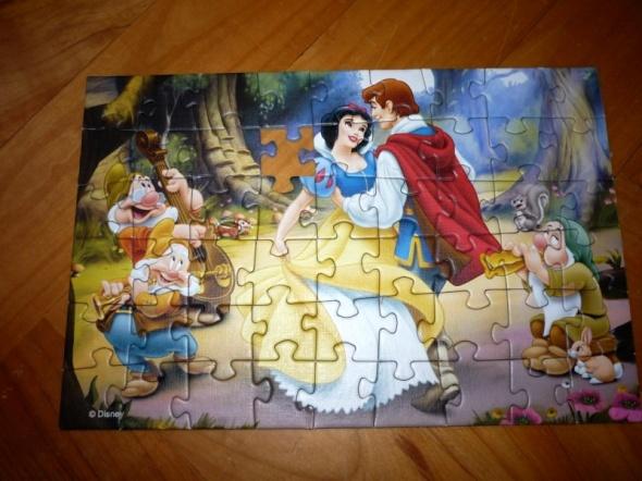 Zabawki DISNEY mini puzzle Królewna Śnieżka