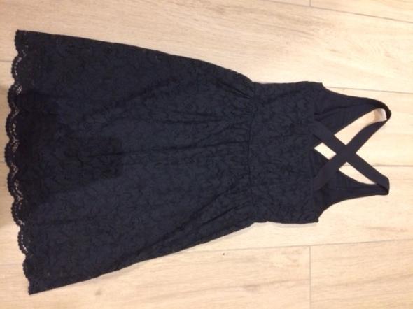 Czarna koronkowa sukienka Intimissimi M...