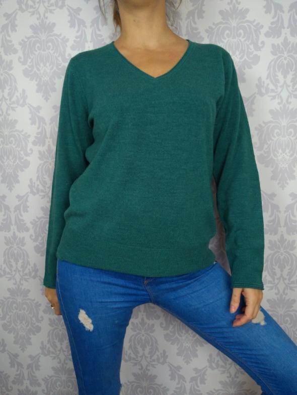 nowy ciepły mięciutki sweter w serek zielony Marks and Spencer