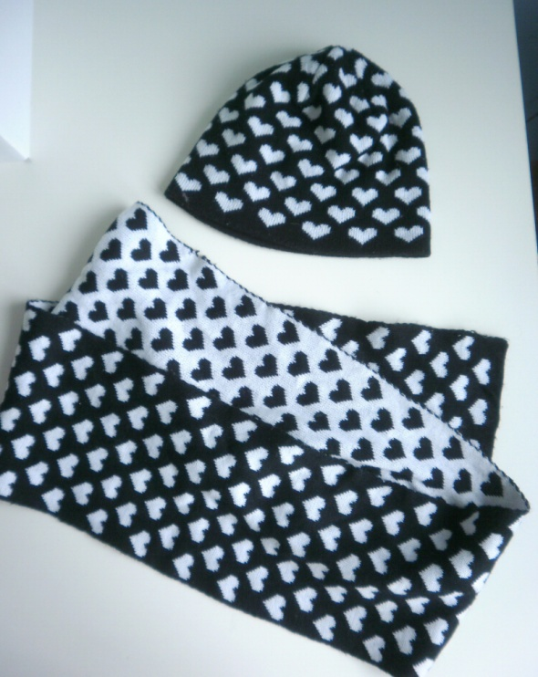 Moodo komplet czapka szalik serca wzory minimalizm