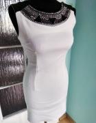 Elegancka zdobiona górą biała sukienka