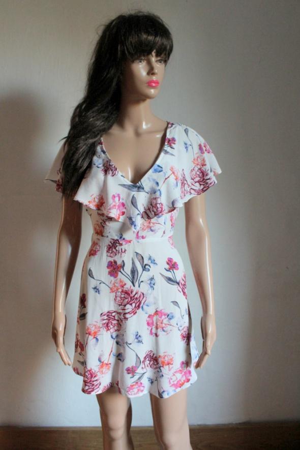 Zwiewna sukienka w kwiaty gołe plecy r S
